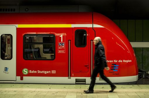 Die Fahrt mit Bus und Bahn könnte im VVS günstiger werden – wenn die Einigung auf höhere Zuschüsse gelingt. Foto: Lichtgut/Leif Piechowski