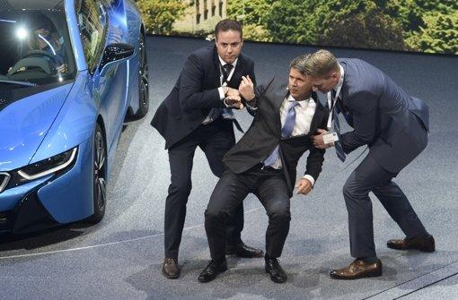 BMW-Chef auf der Bühne zusammengebrochen
