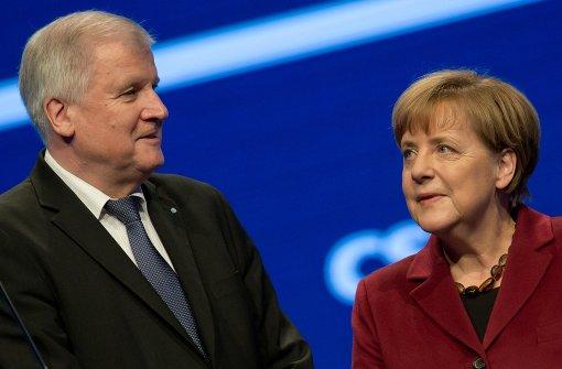 Kriselnde Beziehungskiste: Bayerns Ministerpräsident Horst Seehofer kann Kanzlerin Angela Merkel einfach nicht mehr verstehen. Foto: dpa