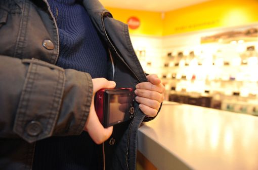 Ein Mann versuchte, in einem Drogeriehandel in Hedelfingen zu klauen (Symbolfoto). Foto: dpa