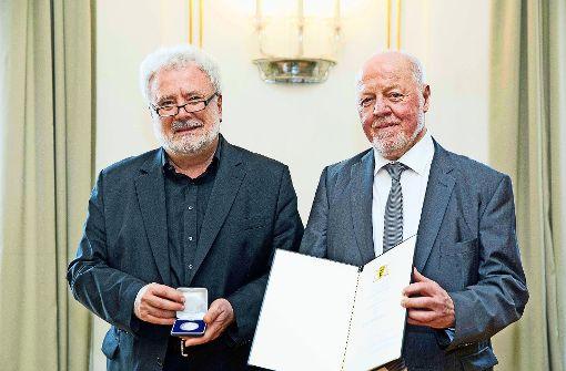 Klaus-Peter Murawski (links) und Martin Hechinger bei der Verleihung. Foto: Uli Regenscheit (z)