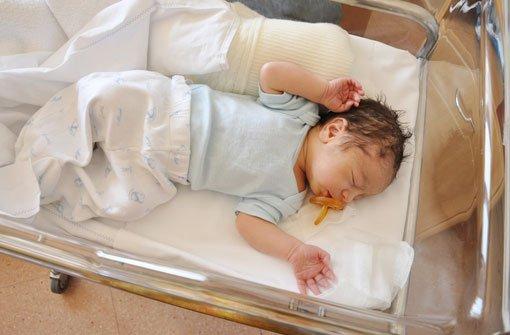 Schock am Montagmorgen für eine frischgebackene Mutter in einer Stuttgarter Klinik. Ihr Kind liegt nicht mehr in seinem Bettchen, es wurde offenbar entführt. (Symbolfoto) Foto: Shutterstock/ rSnapshotPhotos