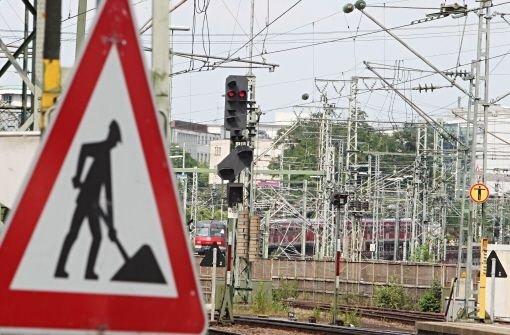 Gleise und Signale vor dem Stuttgarter Hauptbahnhof Foto: Kraufmann