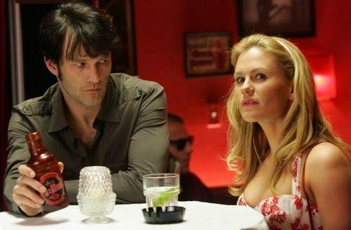 Sookie Stackhouse ist in Vampir Bill verliebt - das ist aber keineswegs so romantisch wie in der Twighlight-Serie. Klicken Sie sich durch unsere Bildergalerie. Foto: RTL II