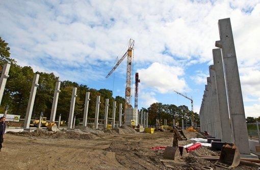 Eine 6500 Quadratmeter große Forschungshalle entsteht am Pfaffenwaldring. Foto: Christian Hass
