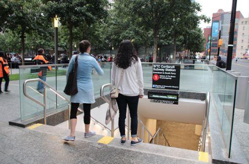 """Seit Samstag (Ortszeit) halten Züge der Linie 1 wieder an der Station, die einst """"Cortlandt Street"""" hieß und nun in """"WTC Cortlandt"""" umbenannt wurde. Foto: dpa"""