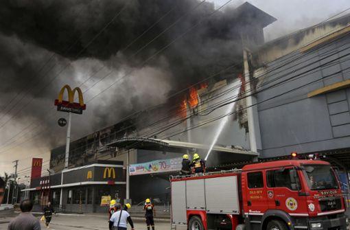 Dutzende Vermisste bei Brand in Einkaufszentrum