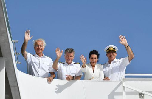Abschiedsreise mit Sascha Hehn: An Neujahr steht  der Schauspieler ein letztes Mal als Kapitän Victor Burger (rechts) auf der Brücke des ZDF.  Foto: ZDF
