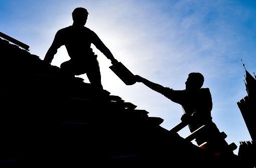 41-Jähriger stürzt beim Renovieren vom Dach
