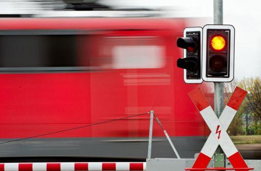 Autofahrerin stirbt bei Kollision mit Zug