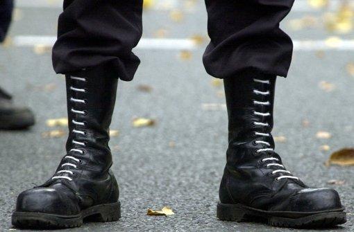 In Stuttgart haben 17 Rechtsextreme in den vergangenen Tagen Besuch von der Polizei erhalten.  Foto: dpa