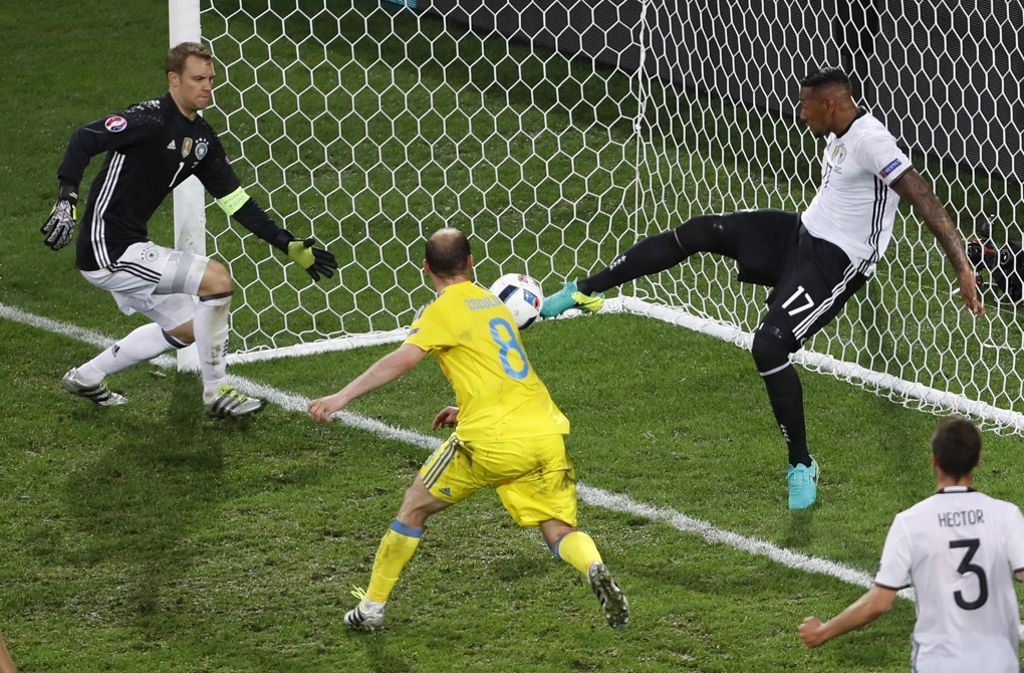 Ernste Mienen Bei Einem Training Vor Dem Spiel Gegen Polen Im
