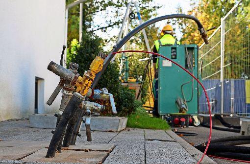 Im Böblinger Schliffkopfweg wird   seit August wieder an der Sanierung der schadhaften Geothermielöcher gearbeitet Foto: factum/Bach