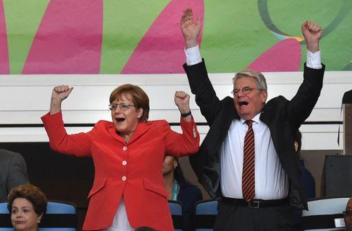 Merkel interessiert sich nicht nur für Fußball