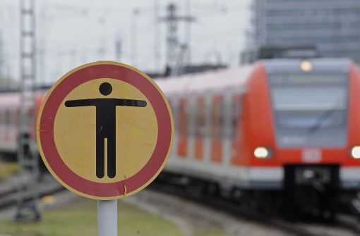 Alkoholisierter 51-Jähriger stürzt ins Gleis
