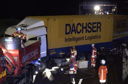 Bei einem Unfall auf der Überleitung der A81 zur A8 sind am Mittwochmorgen zwei Menschen leicht verletzt worden. Foto: 7aktuell.de/Alexander Hald