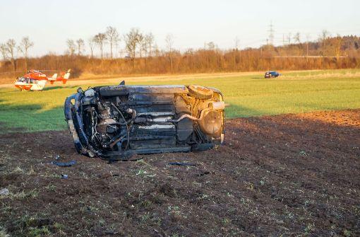 Bei einem Unfall auf der A81 bei Pleidelsheim wurden vier Personen verletzt. Foto: SDMG