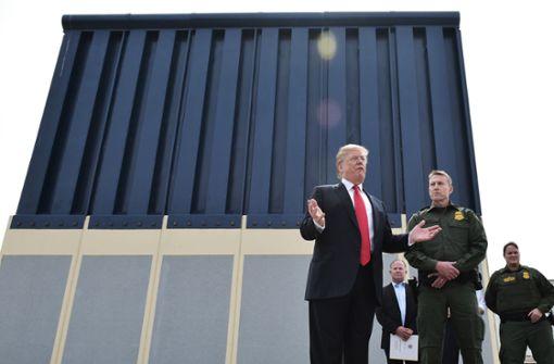 Er bevorzuge ein Bauwerk aus Vollbeton, weil das am schwersten zu erklimmen sei, sagte der frühere Immobilienunternehmer Trump. Foto: AFP