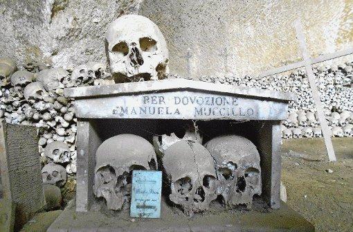 Neapel: Schädel-Politur