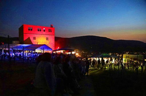 Ein  Feuerspektakel lockt zur  Yburg