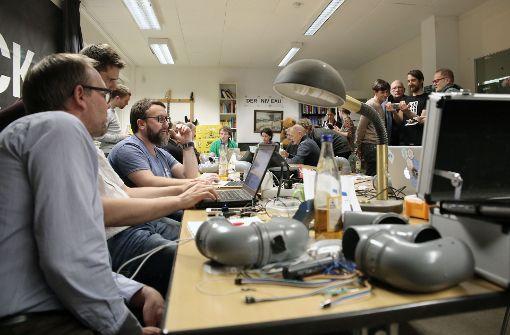 Am zweiten Samstag jedes Monats trifft sich das OK Lab Stuttgart im Shackspace in Stuttgart-Wangen. Bei diesen Anlässen können auch Feinstaubmessgeräte zusammengebaut werden. Foto: Hannes Opel