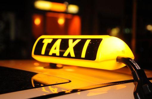Mann bedroht Taxifahrer mit Messer