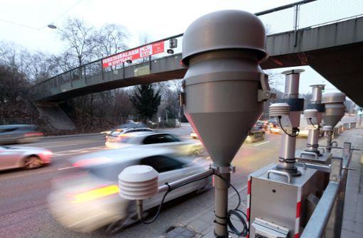 Trotz Fahrverbots-Urteil greift Stuttgart zunächst weiter auf das Instrument des Feinstaubalarms zurück. Foto: dpa