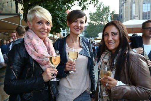 Bei gutem Wetter startete das Stuttgarter Weindorf mit grossem Besucherandrang. Foto: Benjamin Beytekin