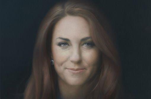 Kaum ist Herzogin Kate 31 (sie feierte am 9.  Januar Geburtstag) durfte sie ihr erstes offiziellen Porträt in Augenschein nehmen. Das Ölbild stammt vom Künstler Paul Emsley. Foto: dpa/Paul Emsley/NPG