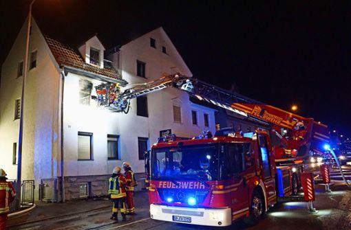 Das Feuer war im Obergeschoss diese  Hauses in Geislingen ausgebrochen. Foto: SDMG