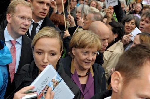 Bundeskanzlerin Angela Merkel (CDU) steht zum umstrittenen Bahnprojekt Stuttgart 21, pocht aber auf Klarheit über die Finanzierung. Hier die Fotos von ihrem Besuch in Stuttgart im Oktober 2012: Foto: dpa