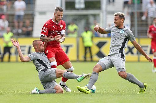 Der VfB Stuttgart um Kapitän Daniel Ginczek beim ersten Testspiel der Vorbereitung gegen die Stuttgarter Kickers. Foto: Pressefoto Baumann