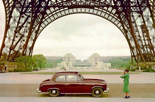 Der Pariser Eiffelturmals traumhafte Kulisse für den Borgward Hansa 1500. Bald könnte ein neues Modell der Marke auch vor dem Fernsehturm in Szene gesetzt  werden Foto: Borgward AG
