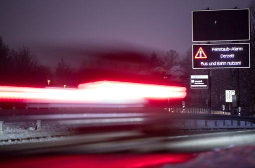 Bisher haben Autofahrer noch die Wahl bei Feinstaubalarm, mit den Fahrverboten wird das anders. Foto: dpa
