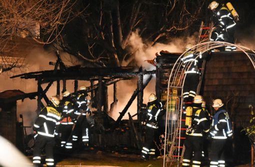 Gartenhaus in Flammen