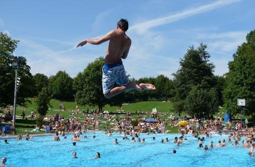 Der Sprung ins kalte Wasser: Wo macht er am meisten Spaß?  Foto:  Belser