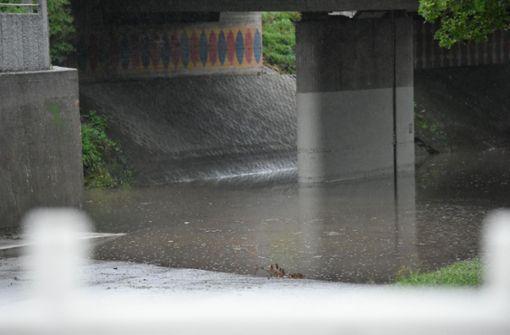 In der Gemeinde Lorch im Ostalbkreis waren nahezu alle tiefer gelegenen Stellen überflutet – Unterführungen liefen mit Wasser voll. Foto: SDMG