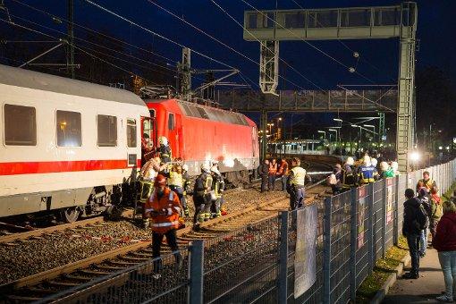 In Waiblingen ist es am Donnerstag zu einem Oberleitungsschaden gekommen. Der betroffene IC musste evakuiert werden. Foto: www.7aktuell.de | Sven Adomat