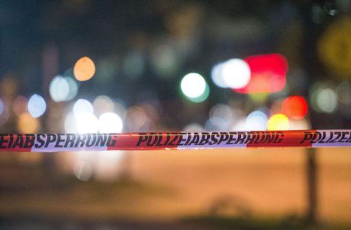 Rettungskräfte finden Leiche und großes Waffenarsenal