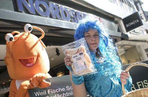 Meerjungfrauen demonstrieren gegen Fischerei