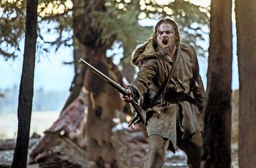 """Seine Filmfigur wird vor knapp 200 Jahren im Norden des noch sehr wilden  Westens schwer verletzt zurückgelassen: Oscar-Preisträger Leonardo DiCaprio in """"The Revenant"""" Foto: 20th Century Fox"""
