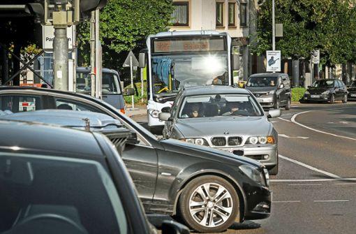 Verkehrsbremsen sollen beseitigt, Busse beschleunigt werden. Zunächst soll eine Testflotte die Ideen erproben. Foto: factum/Granville