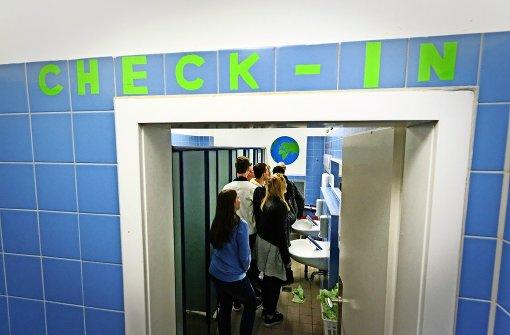 Schüler planen die nette Toilette