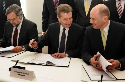 April 2009: Garber, Oettinger und Tiefensee signieren die Stuttgart-21-Finanzierung Foto: dpa