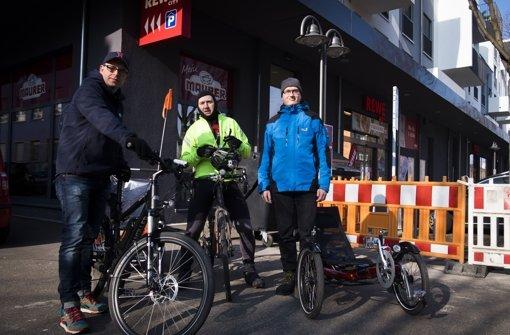 Vor dem Start in Stuttgart Wangen: Die StN-Redakteure Maisel und Hörner, Leser Speiser (v.l.n.r.). Foto: Lichtgut/Max Kovalenko