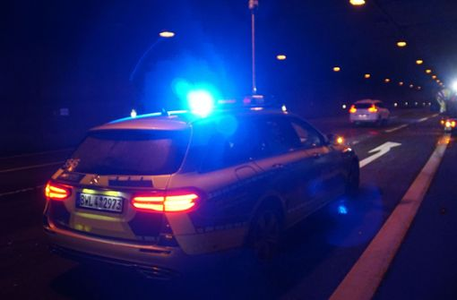 Während der Unfallaufnahme war der Tunnel kurzzeitig voll gesperrt. Der Schaden beläuft sich auf etwa 6.000 Euro. Foto: SDMG