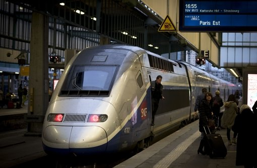 Der TGV  9572 nach Paris trägt Trauer