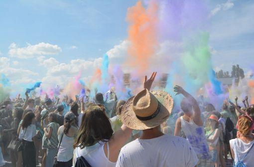 Schlägerei auf dem Farbenfest