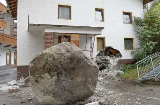20-Tonnen-Fels löst sich und donnert in Haus