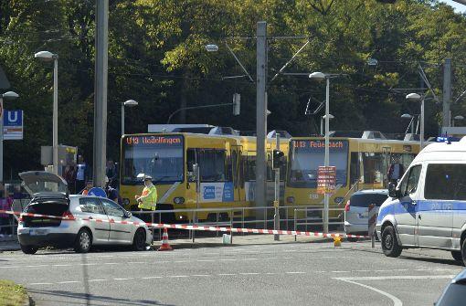 Autofahrer wendet unerlaubt und rammt Stadtbahn